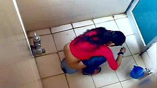 Скрытая камера в общей бане видео правы