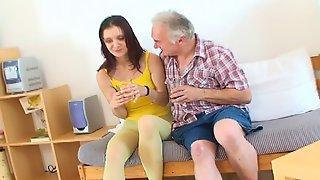 Видео дет с внучкой секс чистым